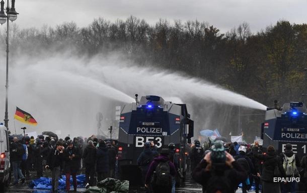 В Германии приняли поправки, вызвавшие протесты в Берлине