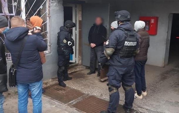 Харьковчанин хранил в гараже оружие и боеприпасы