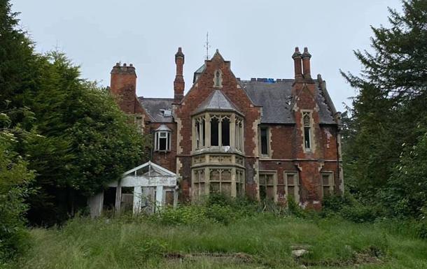 Блогер обнаружил на окраине Лондона заброшенный особняк