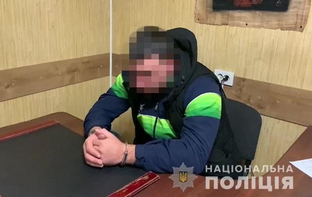 В Одесі п яна компанія побила поліцейського і відібрала пістолет