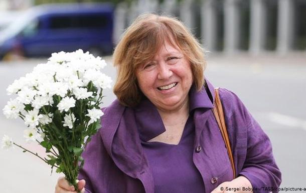 Алексієвич не повернеться в Білорусь, поки Лукашенко керуватиме країною