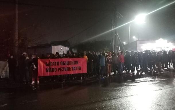Под домом Порошенко второй день подряд активисты требуют встречи с ним