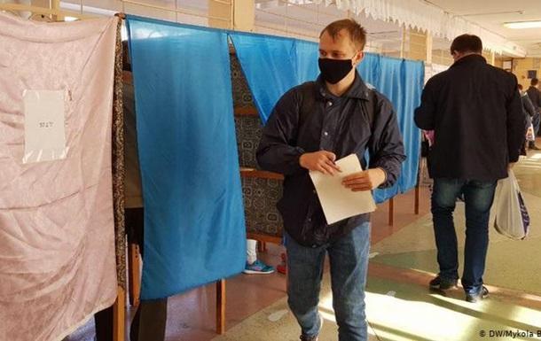 В 11 містах України обирають міських голів