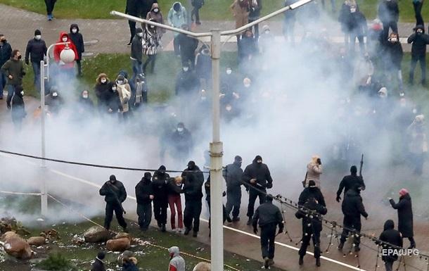 Силовики застосували спецзасоби проти учасників протесту в Мінську