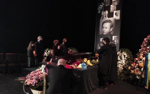 Во Львове прощаются с Романом Виктюком