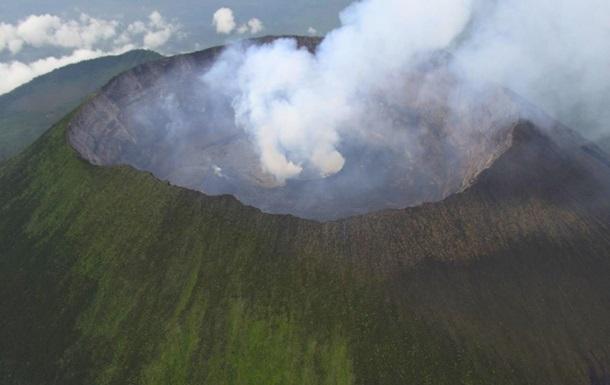 Українські миротворці здійснили посадку на кратер вулкана в Конго