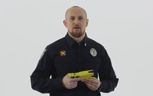 Глава патрульной полиции испытал на себе электрошокер