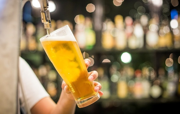 У США чоловік купив пиво і залишив $3000 чайових