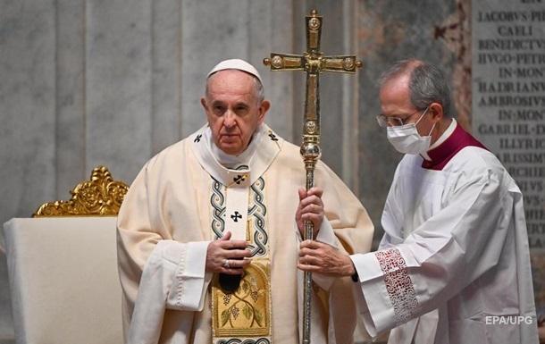 'Думают только о себе': Папа Франциск упрекнул противников масок