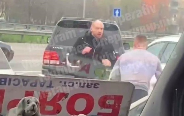 У Києві водії жорстоко побилися посеред дороги