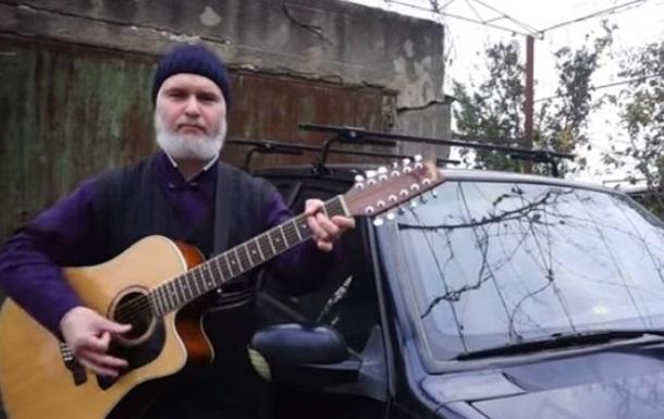 На злобу дня: священник записал песню о бездорожье