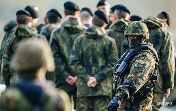 Германия выплатит компенсации уволенным из армии геям