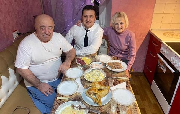 Зеленський показав фото з вечері у батьків