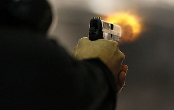 В Неваде молодая пара стреляла в прохожих в День благодарения