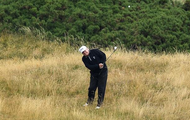 Трамп  вилаяв  лунку під час гри в гольф