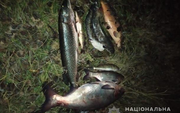 Правоохранители поймали мужчину, который ловил рыбу из Припяти