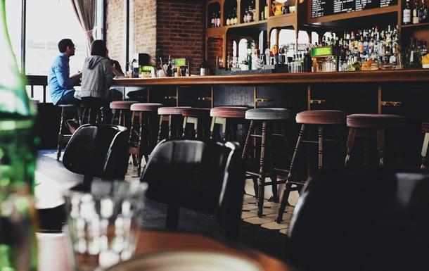 В Лондоне запретят выпивать в пабах и ресторанах без закуски