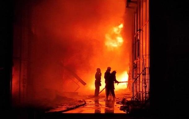 В Харькове крупный пожар на рынке Барабашово