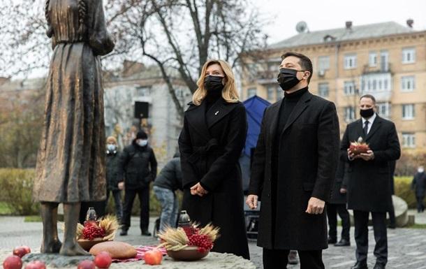 Зеленський з дружиною вшанували пам ять жертв голодоморів