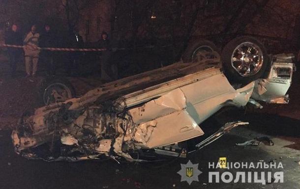 В Каменце-Подольском авто на скорости перевернулось, двое погибших