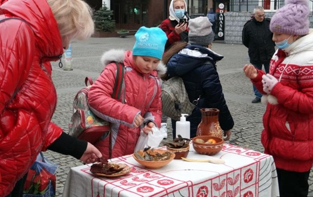 В Днепре показали еду времен Голодоморов