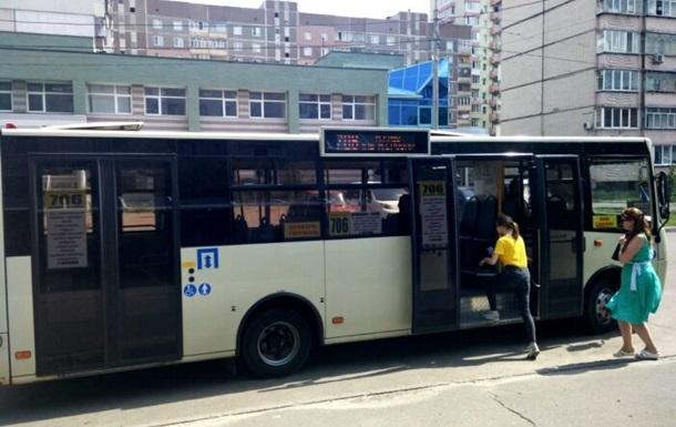 ЗМІ: У маршрутці Києва пасажири побилися через маску