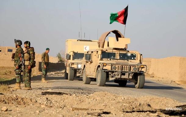 В Афганистане при взрыве погибли 30 полицейских