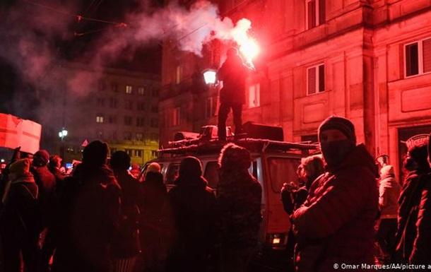 Полиция пыталась помешать акции против запрета абортов в Варшаве