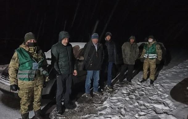 Львовские пограничники задержали россиянина с группой нелегалов