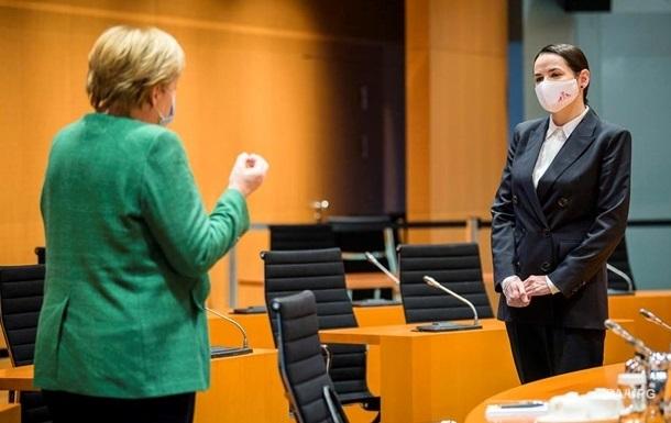 Тихановська розповіла про розмову з Меркель про українську мову