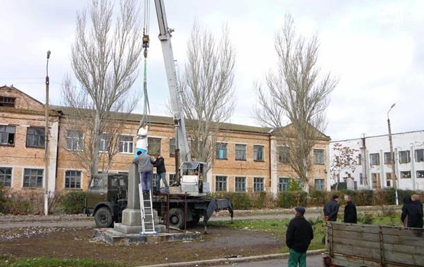 В селе Запорожской области вместо Ленина установили скульптуру Христа