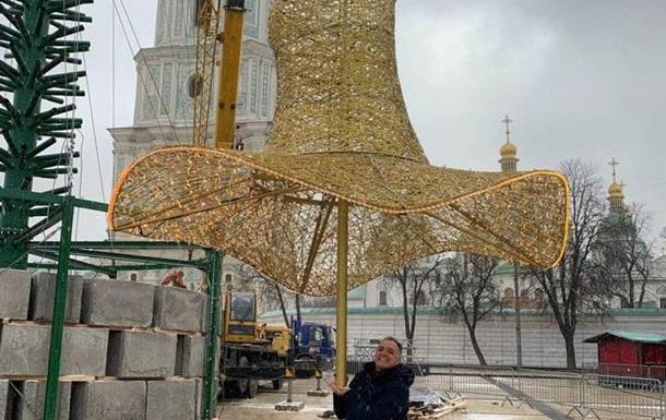 На главную елку Украины надели шляпу