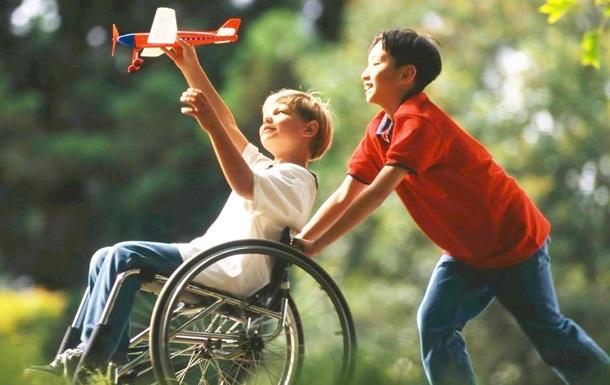 Дітям з інвалідністю дозволили жити в прийомних сім ях до 23 років
