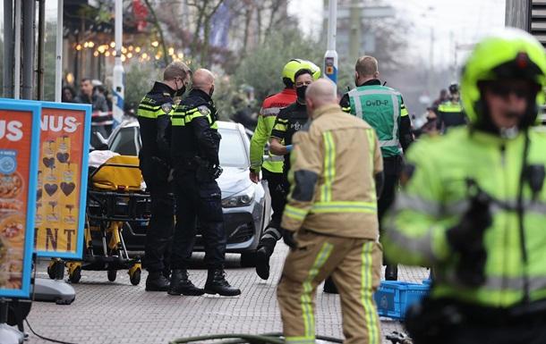 В центре Гааги неизвестный ранил ножом двух человек
