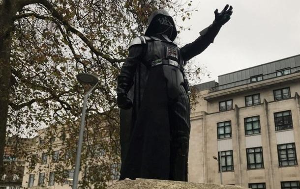В Британии появился памятник Дарту Вейдеру