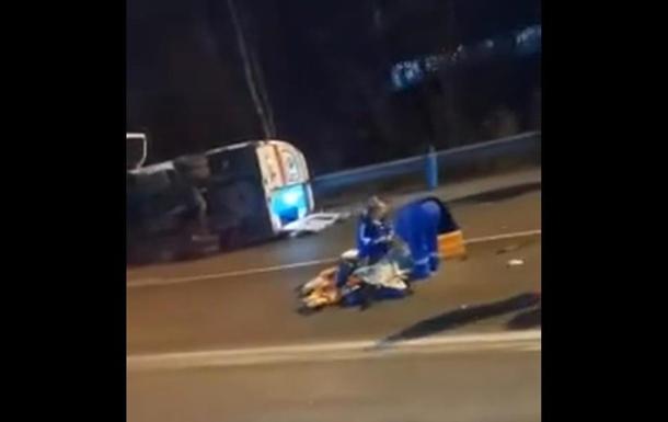 Пациент выпал из авто 'скорой' в результате ДТП