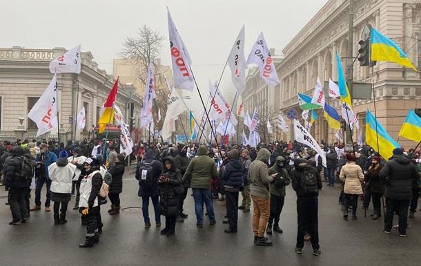Центр Киева перекрыли протестующие