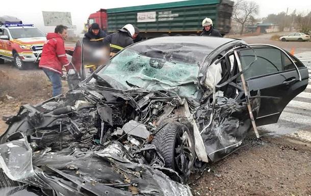 На Запорожье два человека погибли при столкновении легковушки и грузовика