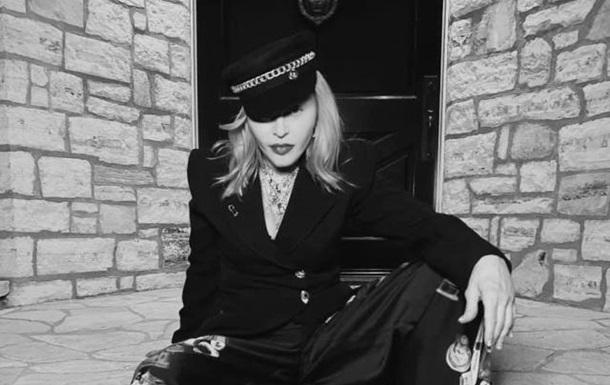 Мадонна позировала в шляпах украинского дизайнера