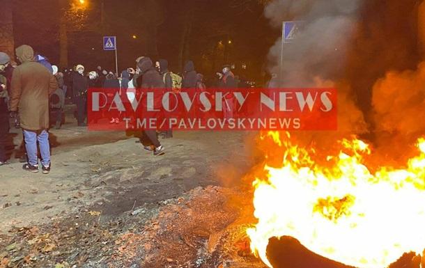 В Киеве подожгли шины из-за действий застройщика