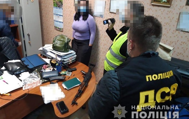 В Киеве нотариуса задержали на миллионной взятке
