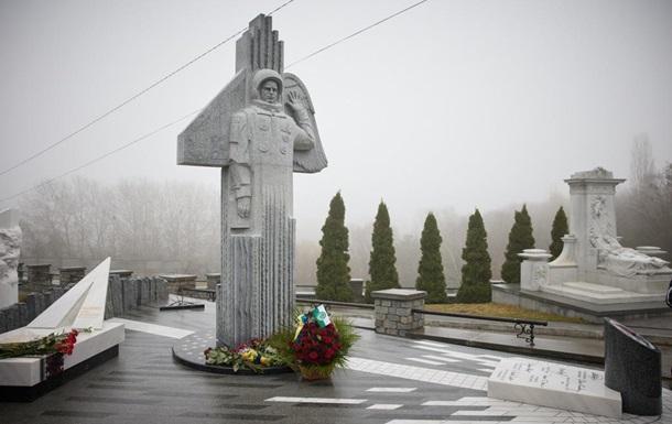 У Києві відкрили пам ятник космонавту Каденюку