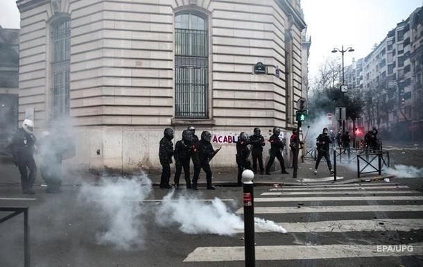 На протестах во Франции задержали почти сотню людей