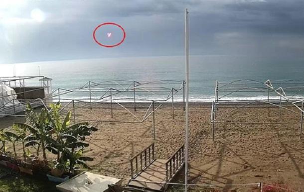 В Турции на камеры наблюдения попал НЛО