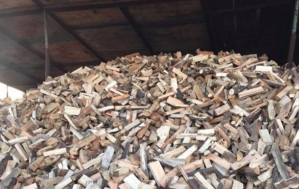 В Укрзализныце отреагировали на видео с рубкой дров проводником