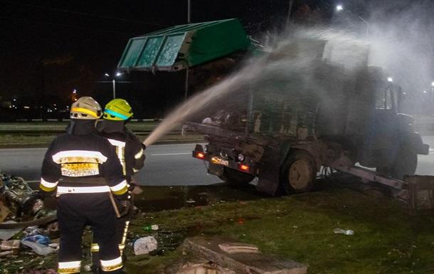 В Днепре на ходу загорелся мусоровоз