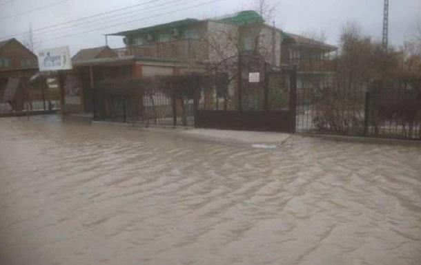 На Азовском море затопило десятки баз отдыха