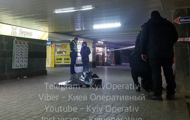 Возле метро в центре Киева произошла поножовщина, один погибший