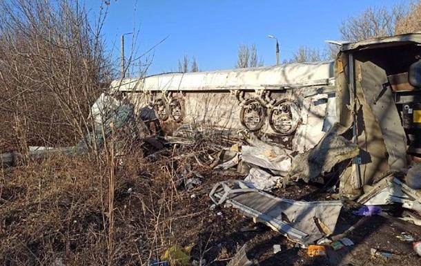 На Донбасі перекинулася автоцистерна з паливом