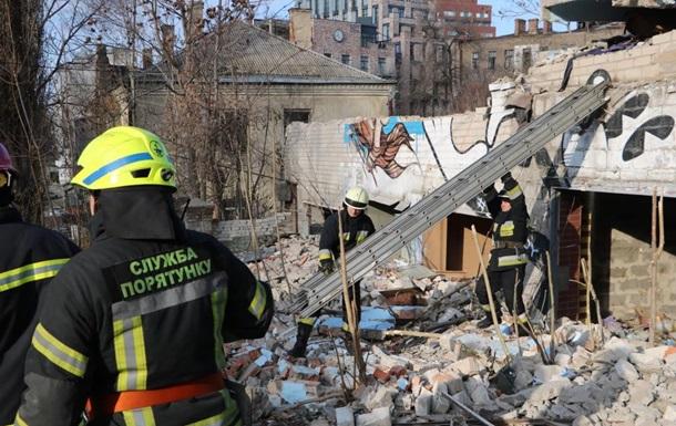 В Днепре на мужчину упала бетонная плита